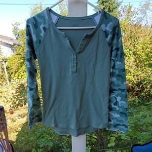 Cabelas size small like new long sleeve t